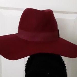 Maron hat